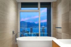 Telus-Garden-penthouse-tub