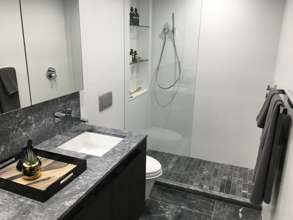 Bathroom in Nero colour scheme