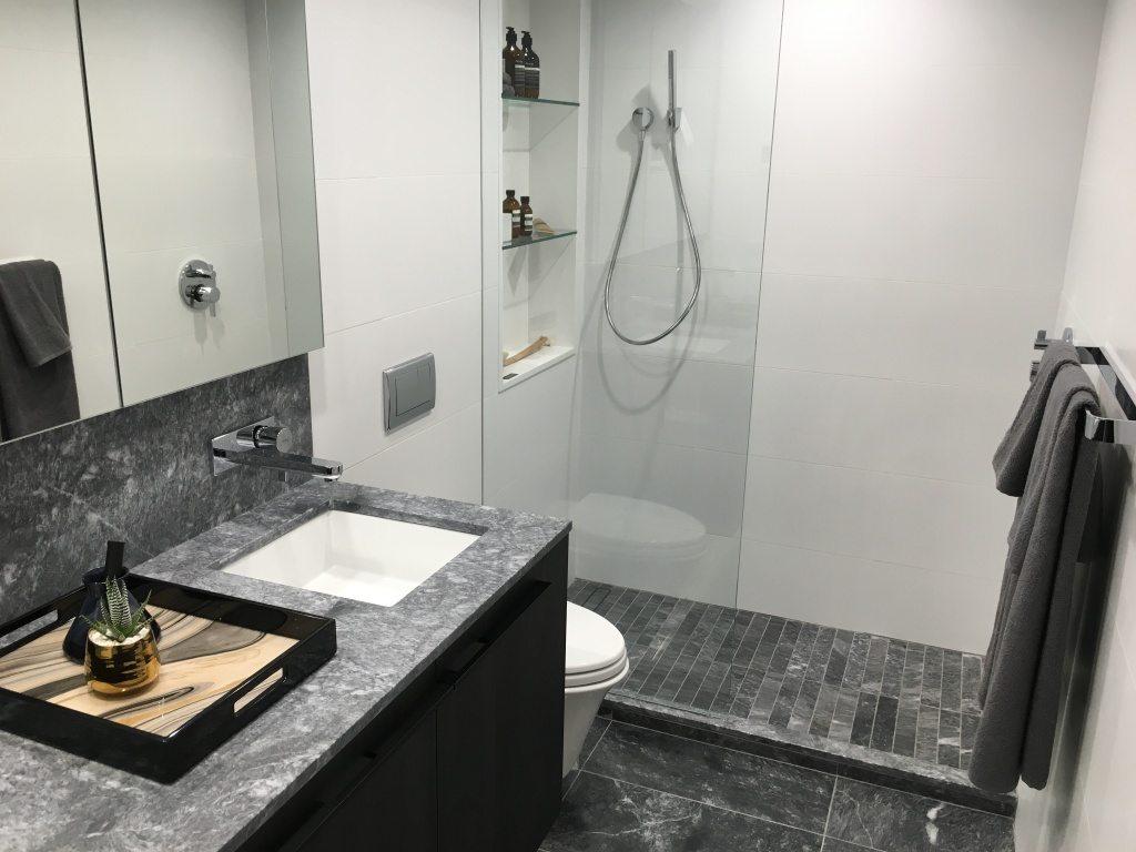 Bathroom in Nero colour scheme