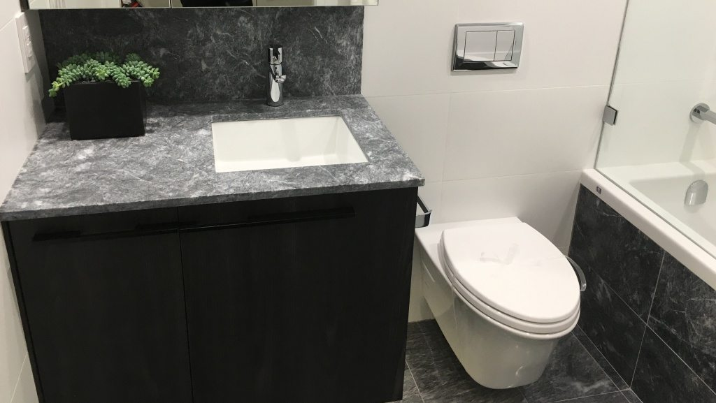One bedroom unit bathroom
