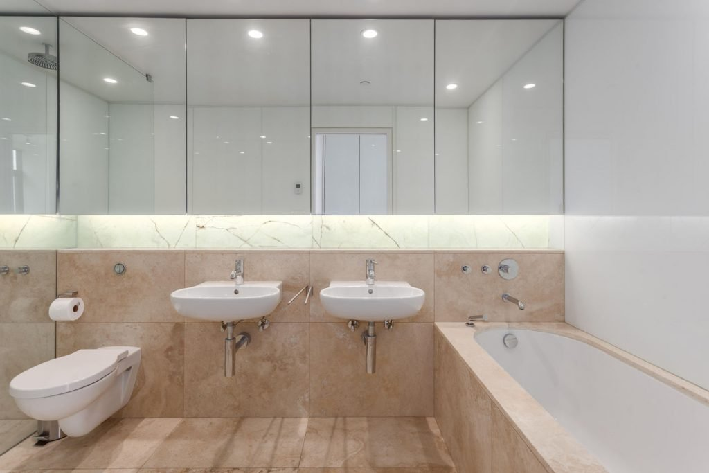 Jameson House bathroom