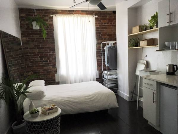 $1,450 for 200 square feet apartment in Gastown