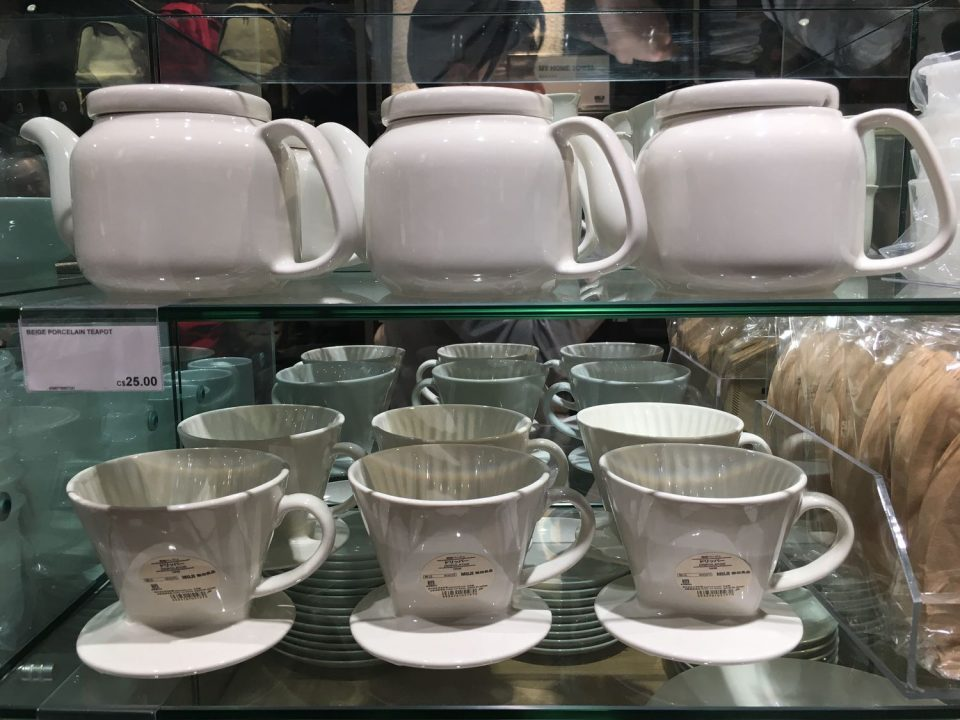 Tea pots and coffee makers