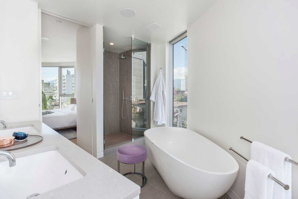 1245 Harwood Vancouver bathroom