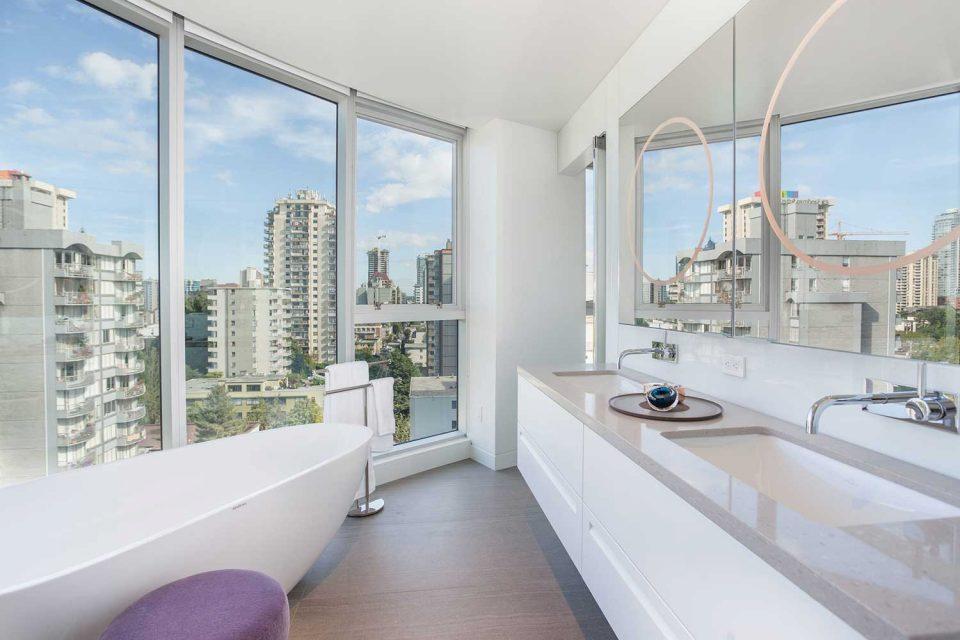 1245 Harwood Vancouver bathroom view