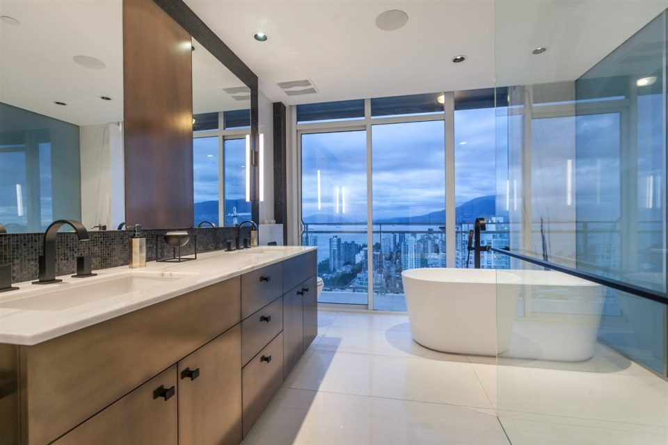 1372 Seymour Penthouse bathroom tub