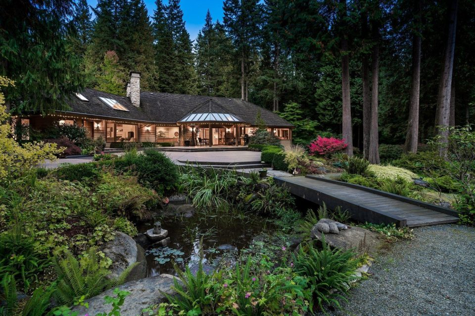 2250 Indian River Crescent North Vancouver water feature