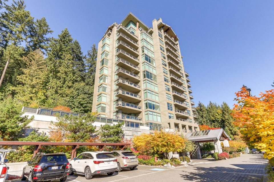 503 3315 CYPRESS PLACE West Vancouver building