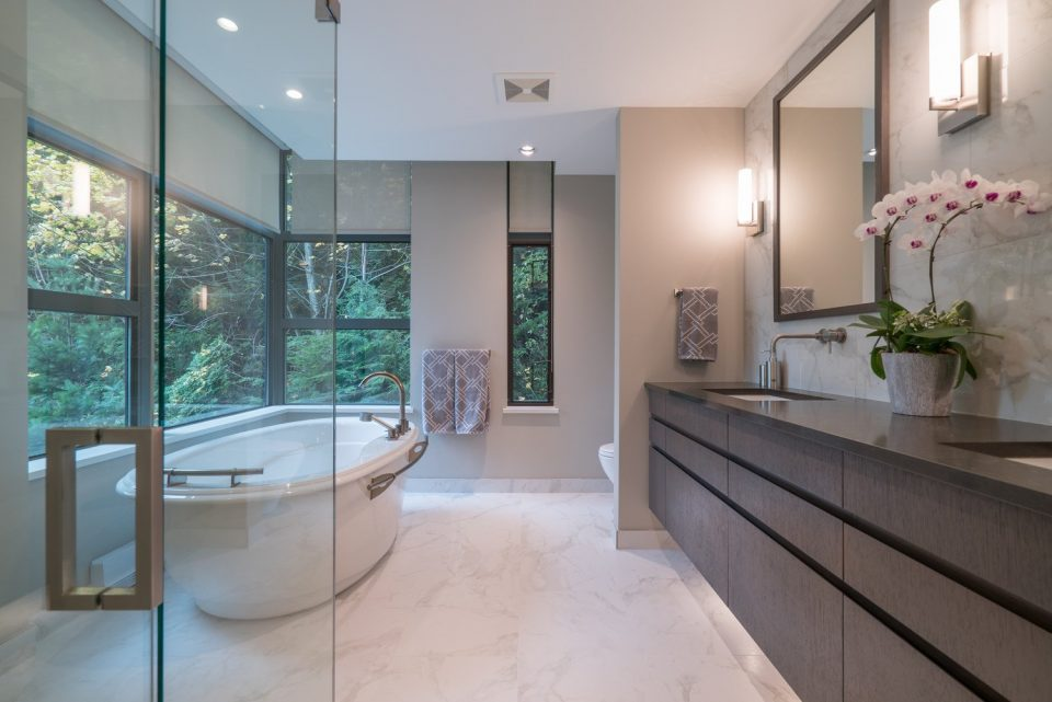 503 3315 CYPRESS PLACE West Vancouver bathroom