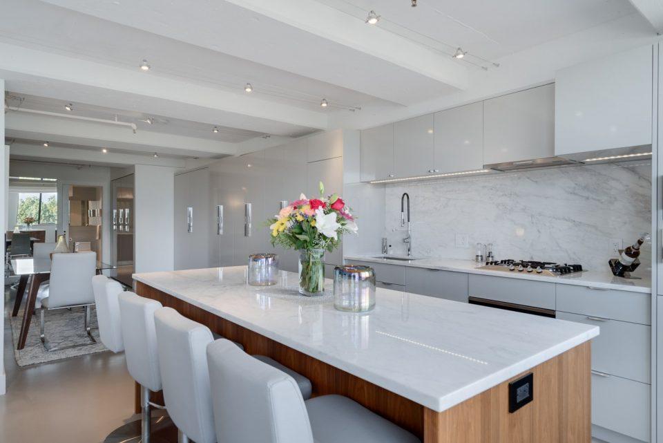 601 - 27 Alexander Street kitchen