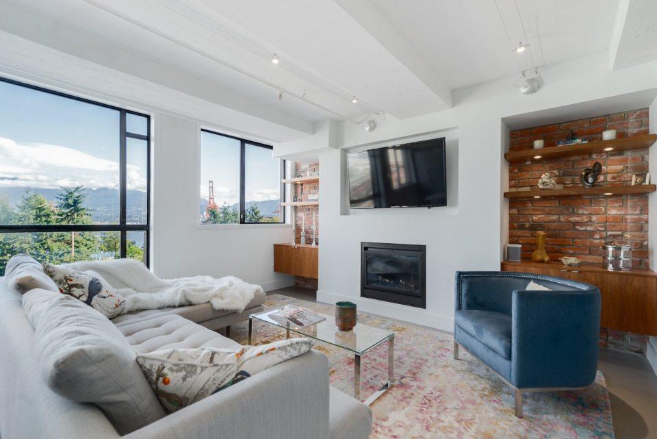 601 - 27 Alexander Street living room