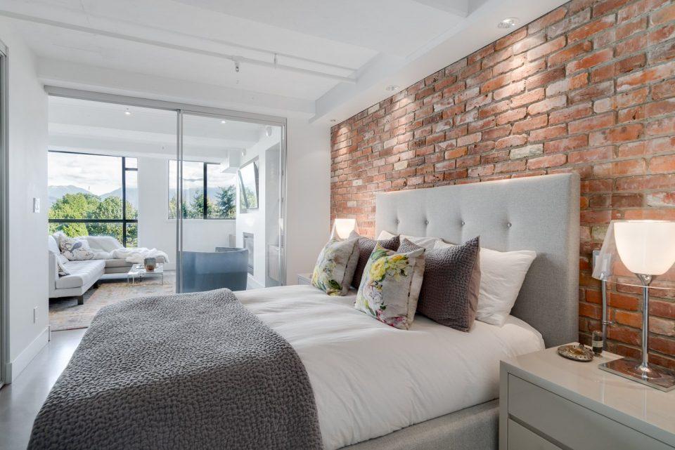 601 - 27 Alexander Street master bedroom