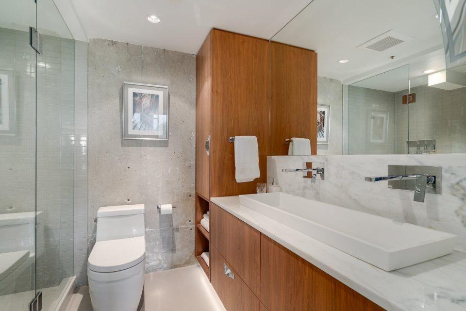 601 - 27 Alexander Street double sinks