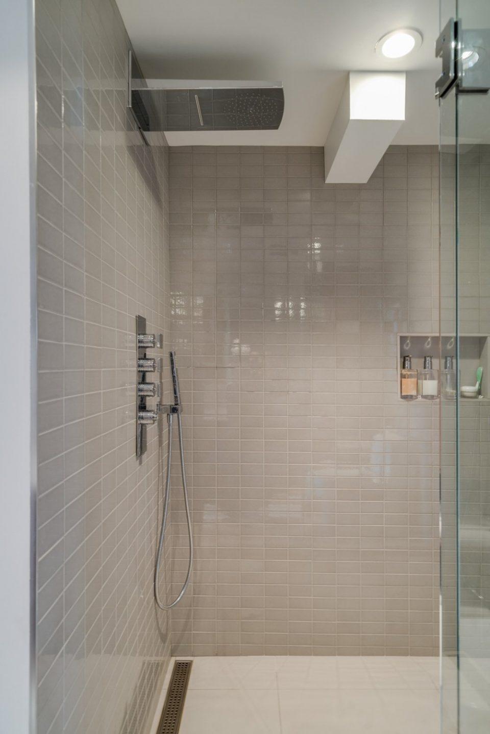 601 - 27 Alexander Street shower