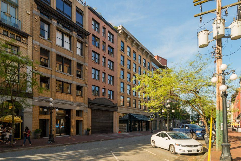 601 - 27 Alexander Street exterior