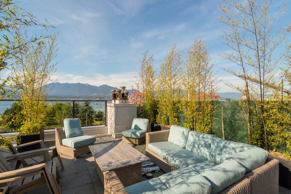 601 - 27 Alexander Street rooftop patio