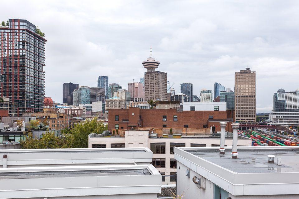 601 - 27 Alexander Street view of skyline