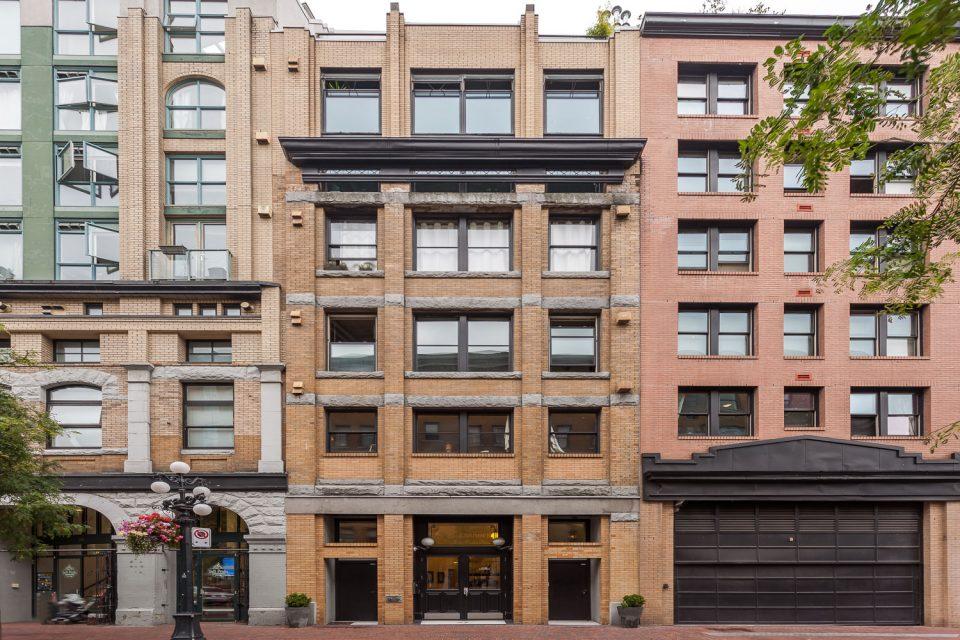 601 - 27 Alexander Street Gastown exterior