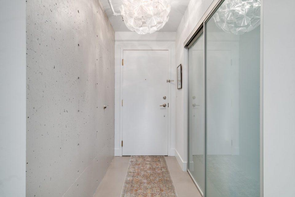 601 - 27 Alexander Street hallway