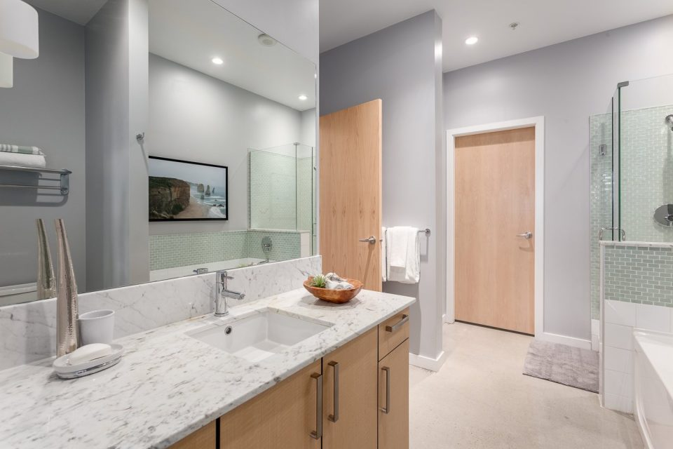 504-546 Beatty Street Vancouver loft bath