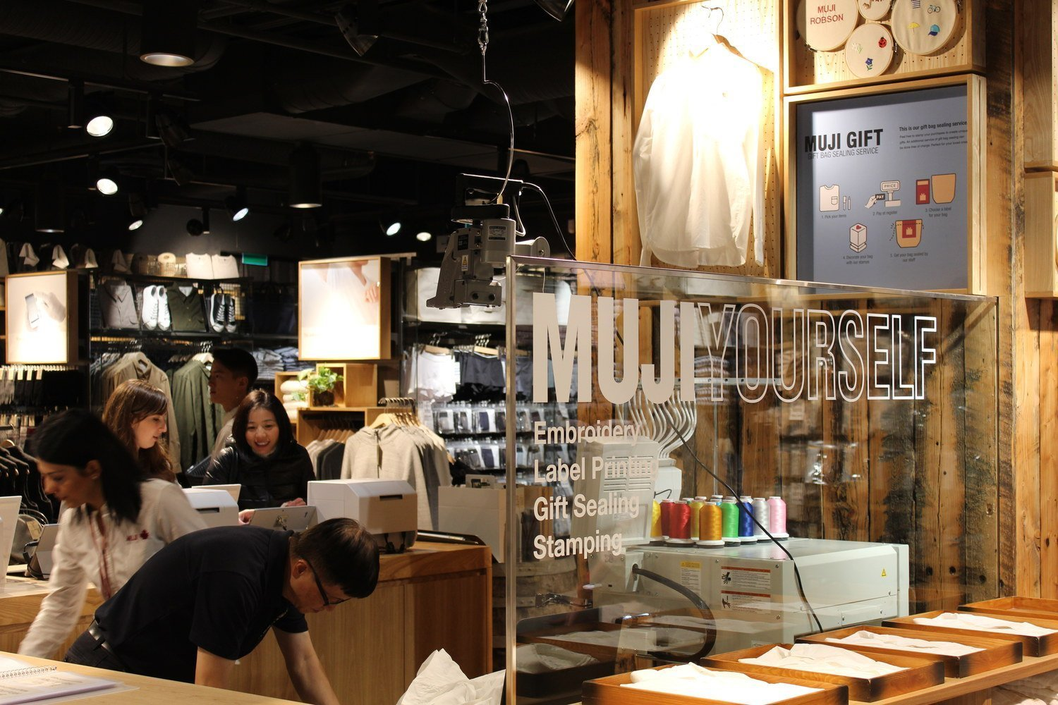 MUJI YOURSELF customization counter