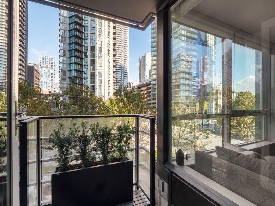 505 - 1495 Richards Street balcony