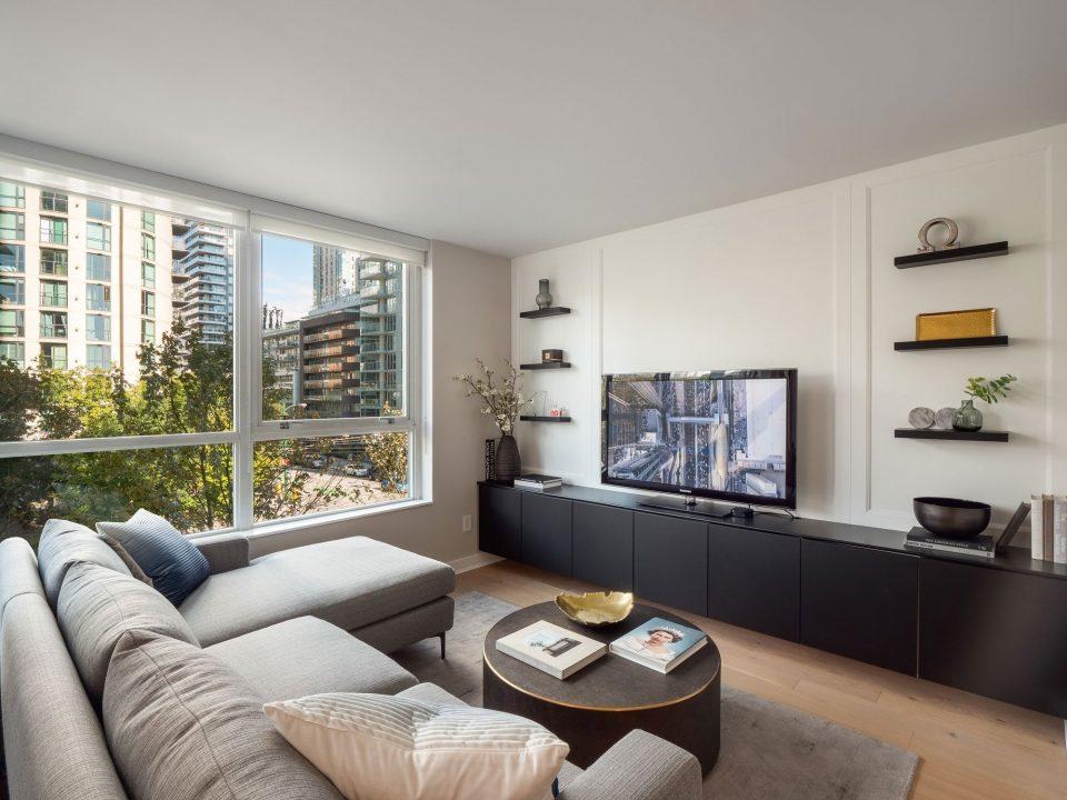 505 - 1495 Richards Street living room angle