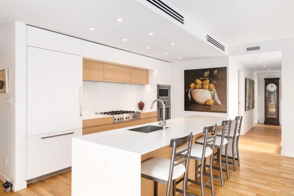 PH901 1555 W 8th Avenue Kitchen