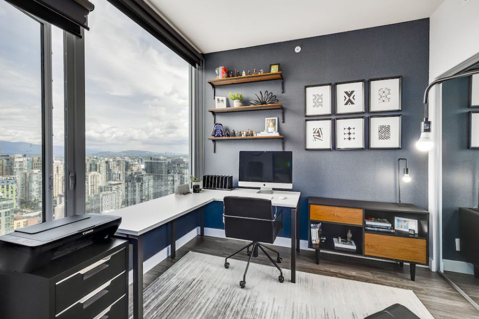Second bedroom, currently used as a home office