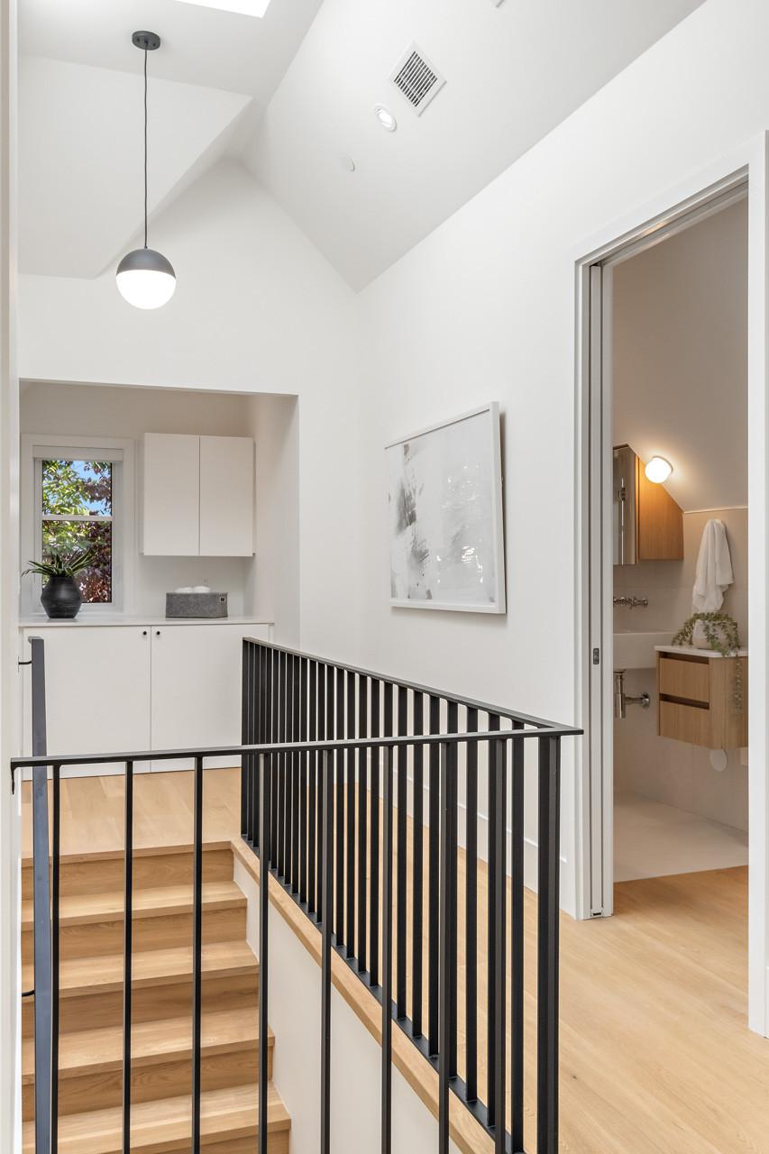 Welwyn Cottage - Top of stairway